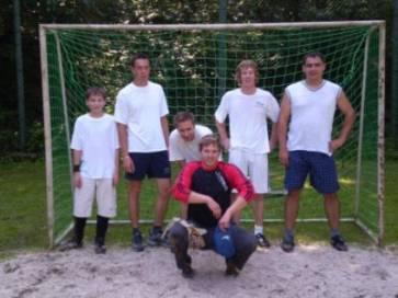 Fotografie týmu na nohejbalovém turnaji v Lánech