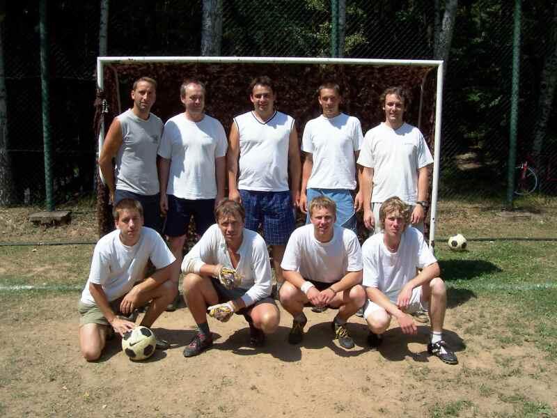 Fotografie týmu na turnaji v minikopané v Lánech